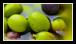 L'huile d'olive est contenue dans de minuscules poches situées dans les cellules des olives. Ces poches sont appelées vacuoles.